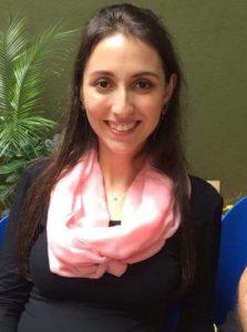 Aline Amorim é tradutora/intérprete formada pelo Centro Universitário Ibero-Americano (UNIBERO), possui licenciatura em língua inglesa e portuguesa. Habilitada a realizar cursos preparatórios para o TOEFL iBT ® test. Ministra aulas de inglês para crianças, adolescentes e adultos desde 2004 e faz parte da equipe da Universal Studies Language for Success & Young Leaders desde 2009.